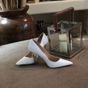 Sexy Shoes White with heels Golden.